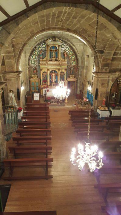 Interior da igrexa de Santa María de Marrozos