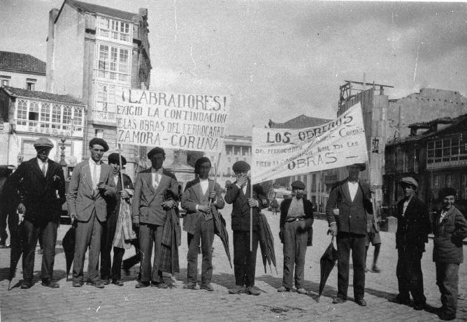 Manifestación en Santiago pidiendo la reanudación de las obras de la linea del tren Zamora-A Coruña