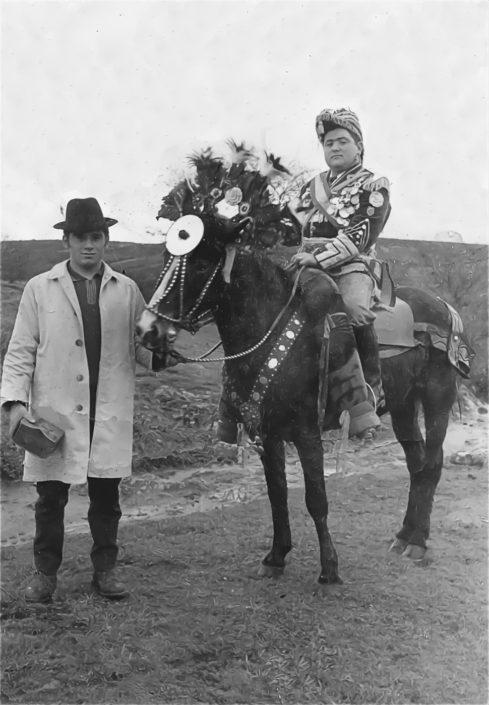 Foto antiga das máscaras de Marrozos. Xeneral e caixeiro