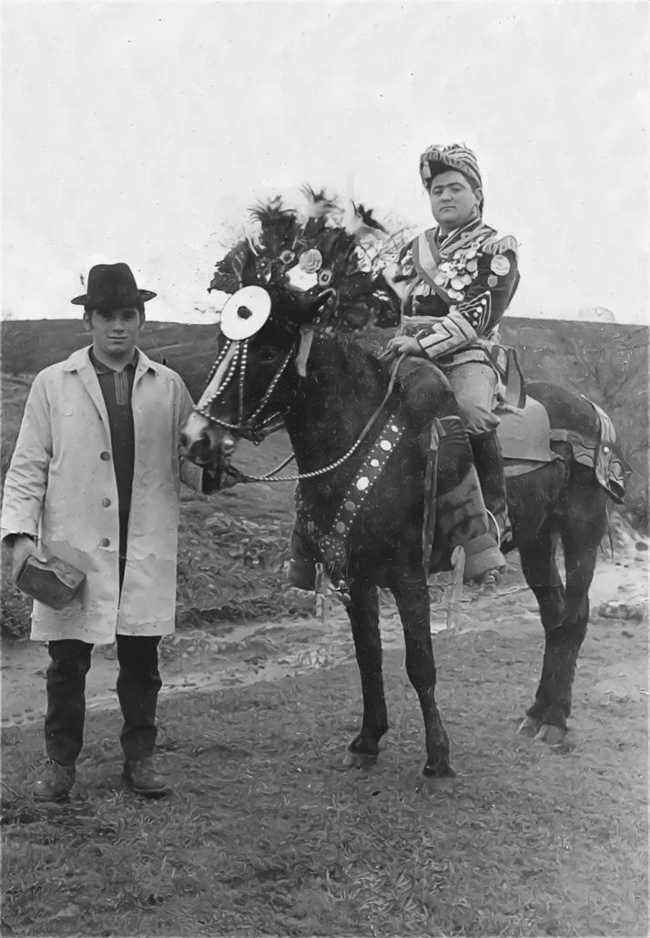 Foto antigua de las máscaras de Marrozos. General y cajero